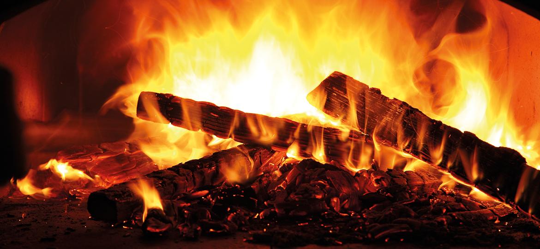 Feuer im Holzbackofen - richtig aufheizen