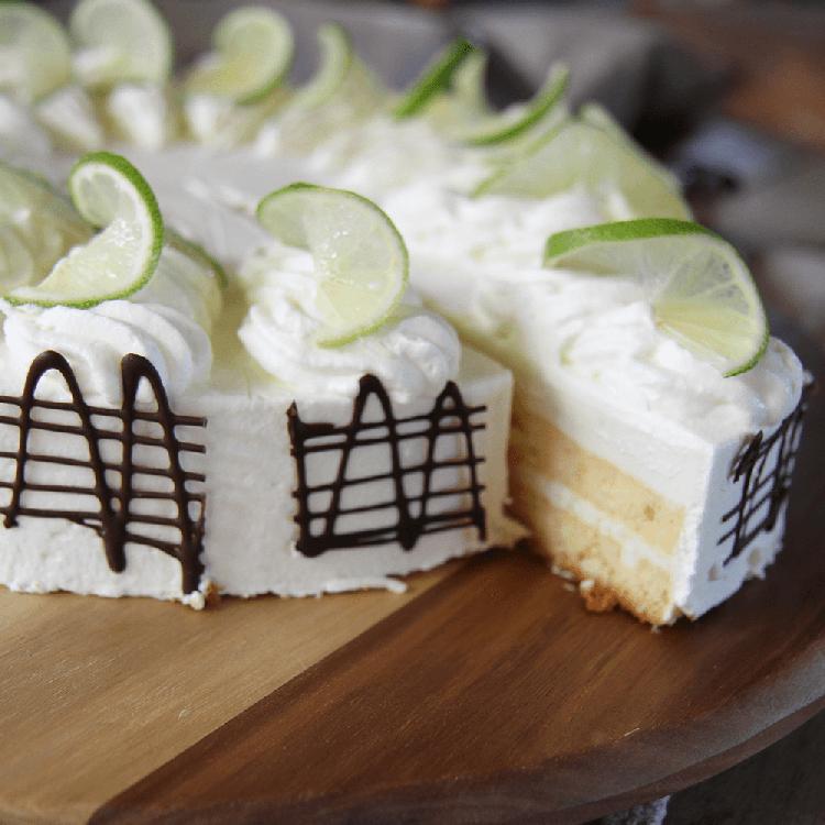 Limetten-Joghurt-Sahnetorte
